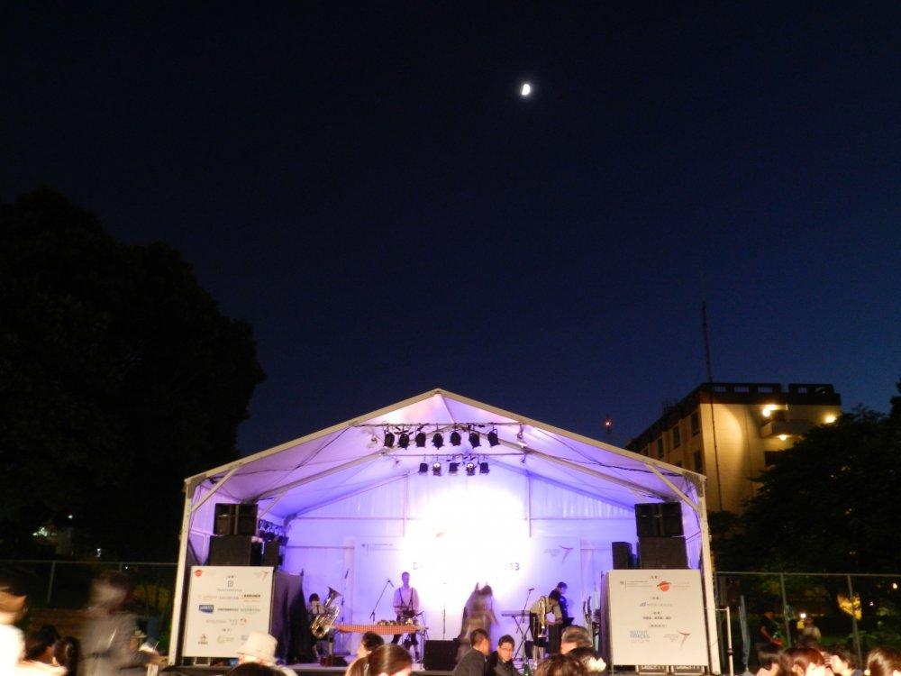 Lễ hội Oktoberfest dưới trăng
