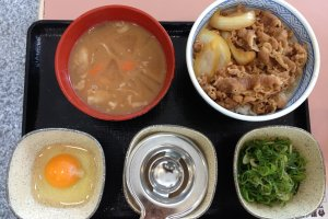 Gyunegitamadon is the beef gyudon with egg and green onions shown here with a side order of tonjiru soup, a miso-base soup with vegetables and pork