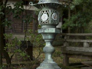 오래된 것처럼 보이지만 아름다운 등불
