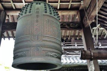 <p>Bonshō&nbsp;(temple bell)</p>
