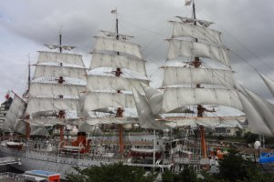 Through out the year, numerous events are held, the most impressive being a Full-sail Exhibition where the ship's beautiful white sails are unfurled to the sky and blow in the wind.