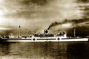 日本が戦争に突入すると、氷川丸は両腹に赤十字章を抱き、病院船へと姿を変えた