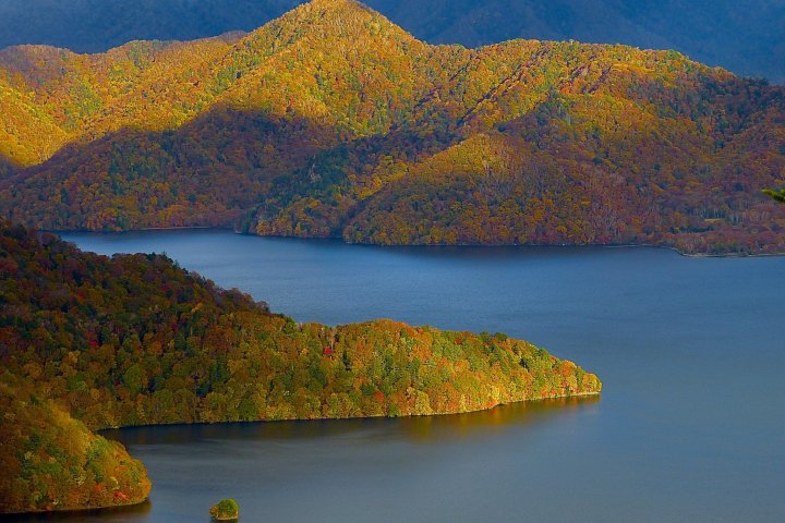 Le Lac Chûzenji à Nikkô en Automne