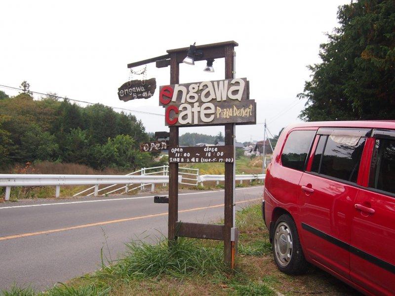 До расположенного в сельской местности Engawa Cafe проще добраться на машине.