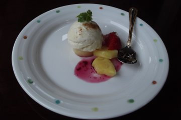 <p>My small but exquisite and delicious dessert</p>