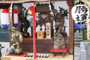 Shichi-fuku-jin Gods are very familiar to the Japanese