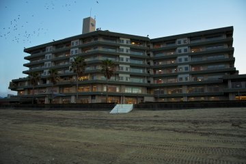 <p>Karatsu Seaside Hotel seen from the beach</p>