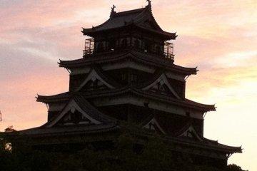 Vista del castillo al atardecer.