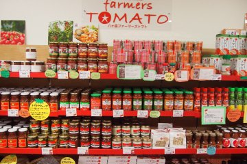 A shop in the Piment street dedicated to selling tomato-related products.