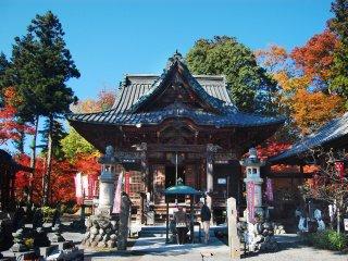 Pemandangan kuil Shimabuji dari depan.
