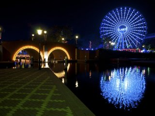The White Ferris Wheel: It transforms into a Wheel of Light at night.