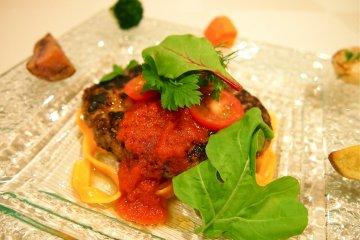 Ezo Venison Hamburger. The tomato sauce on the hamburger is naturally produced in Yubari city.