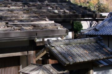 The park includes 24 perfectly preserved old Japanese buildings (mainly houses) that have been relocated here from their original locations all over Japan. The designers of the park have cleverly grouped houses together by area, depending on what part of