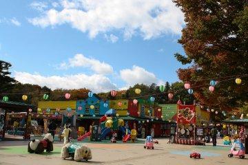 <p>ห้องเด็กเล่นขนาดใหญ่โดยไม่ต้องมีระเบียบนัก</p>