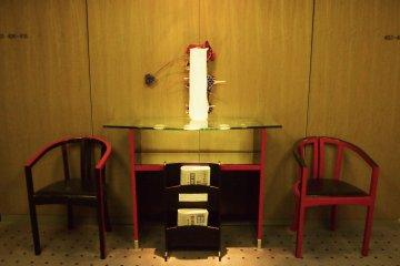 The stylish interior furnishing of the lift lobby.