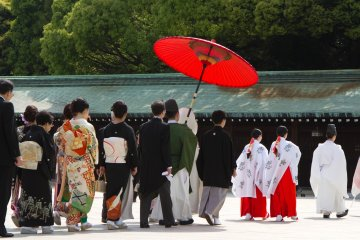 <p>The guests might as well dress in the traditional way; however, this remains their own choice.</p>