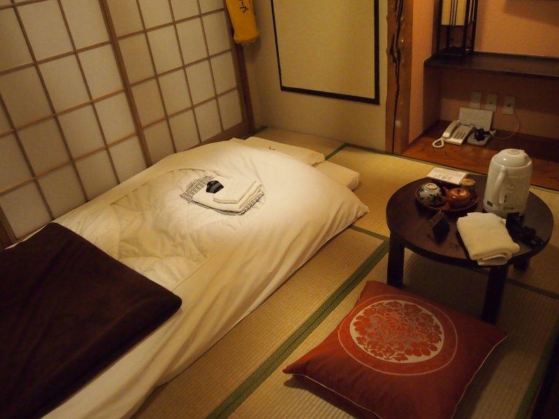 <p>The beautifully traditional ryokan&nbsp;room.</p>
