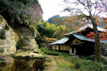 วัดคามาคุระ ซุยเซน-จิในฤดูใบไม้ร่วง