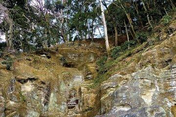 สวนหินที่มีใบหน้าจริงจังเคร่งครัดของมุโสะ โซเซกิ