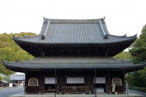Front view of the main hall (honden)