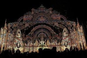 東遊園地の終点は立体的に装飾された灯りがつとに美しく映える