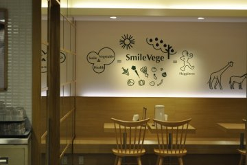 <p>Smile Vege: The shop&#39;s interior</p>