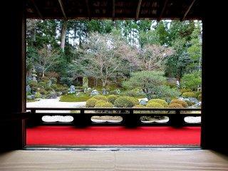 Tầm nhìn khi ngồi trên thảm tatami