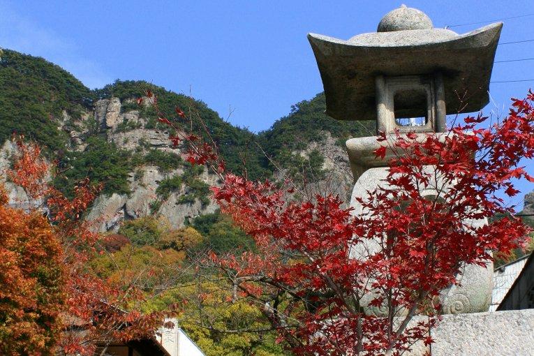 Kuil Yakuri di Musim Gugur