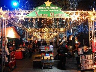 크리스마스 마켓에서는 크리스마스 소품, 간식, 그리고 음료들을 판다.