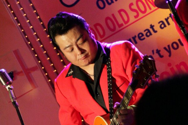 That great Gretsch sound: guitarist/vocalist Mo-ly plays a sweet sounding  G6120EC
