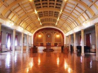 Sebuah aula yang dari dulu hingga sekarang digunakan untuk pertunjukkan seni dan berbagai acara