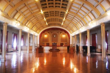 <p>Hall for art performances and events</p>