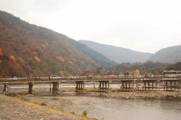 <p>아라시야마의 상징적인 다리: 도게츠쿄오 다리</p>