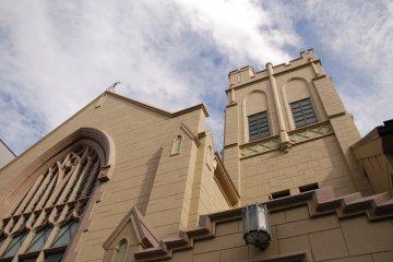 <p>Grand church exterior architecture</p>