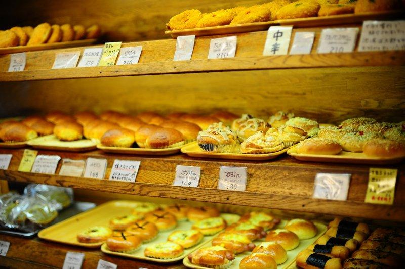 <p>Freshly baked breads&nbsp;</p>