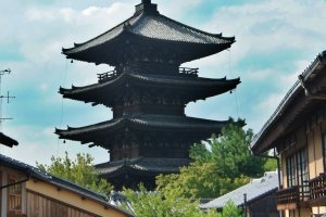 A view of Yasaka pagoda from Nanenzaka