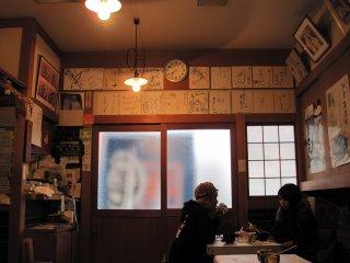 Không gian bên trong Endo Sushi