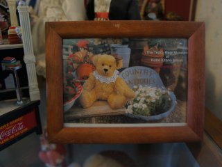 A picture frame of the AmericanTeddy Bear Museum at the entrance