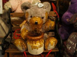 Bảo tàng Gấu Teddy Mỹ ở Kobe là một ngôi nhà 2 tầng với tầng thứ 2 tràn ngập đồ chơi đóng góp bởi nhiều nghệ nhân và những người làm đồ chơi