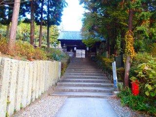 ทางเดินไปสู่ประตูซานมอน (ประตูสองชั้น) และโบสถ์
