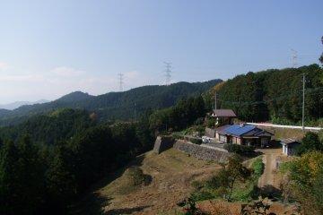 <p>Between Mt. Takasashi and Mt. Monomi</p>