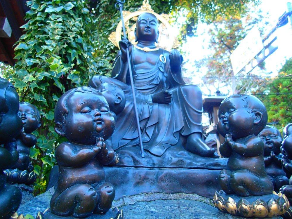 Статуя Дзизу Босатсу
