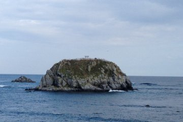 <p>Scenic island with a torii gate.</p>