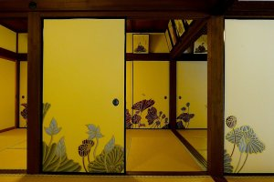 Paper sliding doors and picture frames in the Kacho-den Room