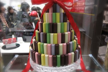 <p>OMG! It&#39;s a KitKat&nbsp;cake! What&#39;s your favorite KitKat flavor?</p>