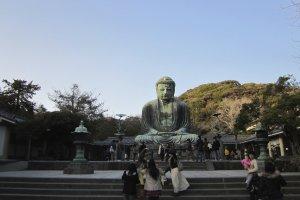 พระใหญ่ไดบุตสึเป็นสถานที่นิยมของนักท่องเที่ยว และ กรุ๊ปทัวร์จีน
