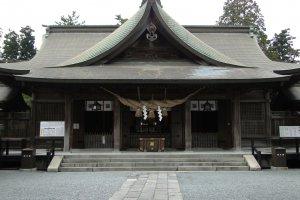 Ngôi đền phía trong