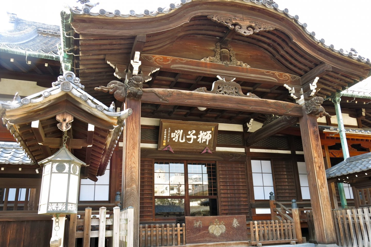 Hondo (Main Hall). It is here that the abbot and training monks regularly practice Zazen (Buddhist meditation), recite sutras and officiate ceremonies