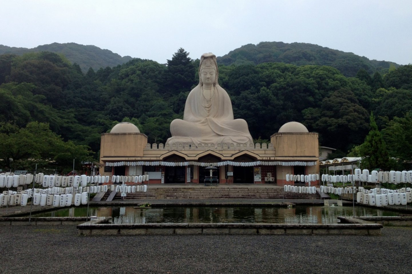 Ryozen Kannon viewed from the entrance.