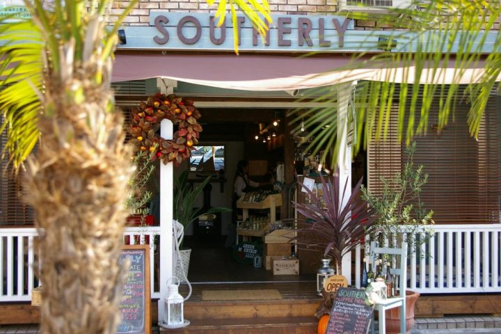 Chigasaki's Bar Southerly
